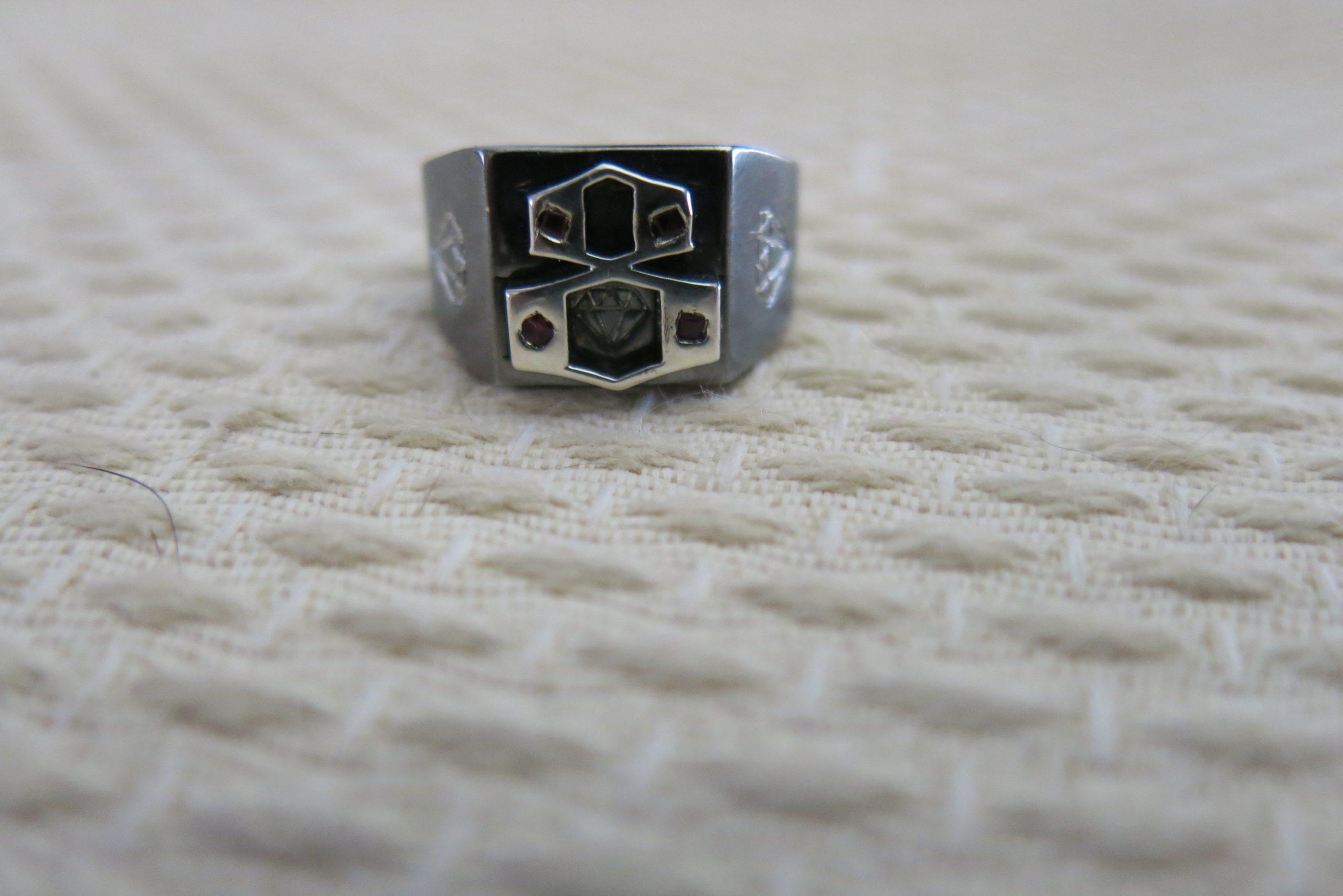 custom men's signet ring